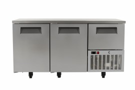 BAF02FRZ  575lt 2½ Door Under Bar Freezer